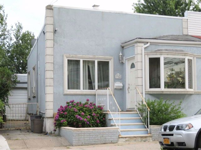 2 BR,  2.00 BTH  Ranch style home in Middle Village